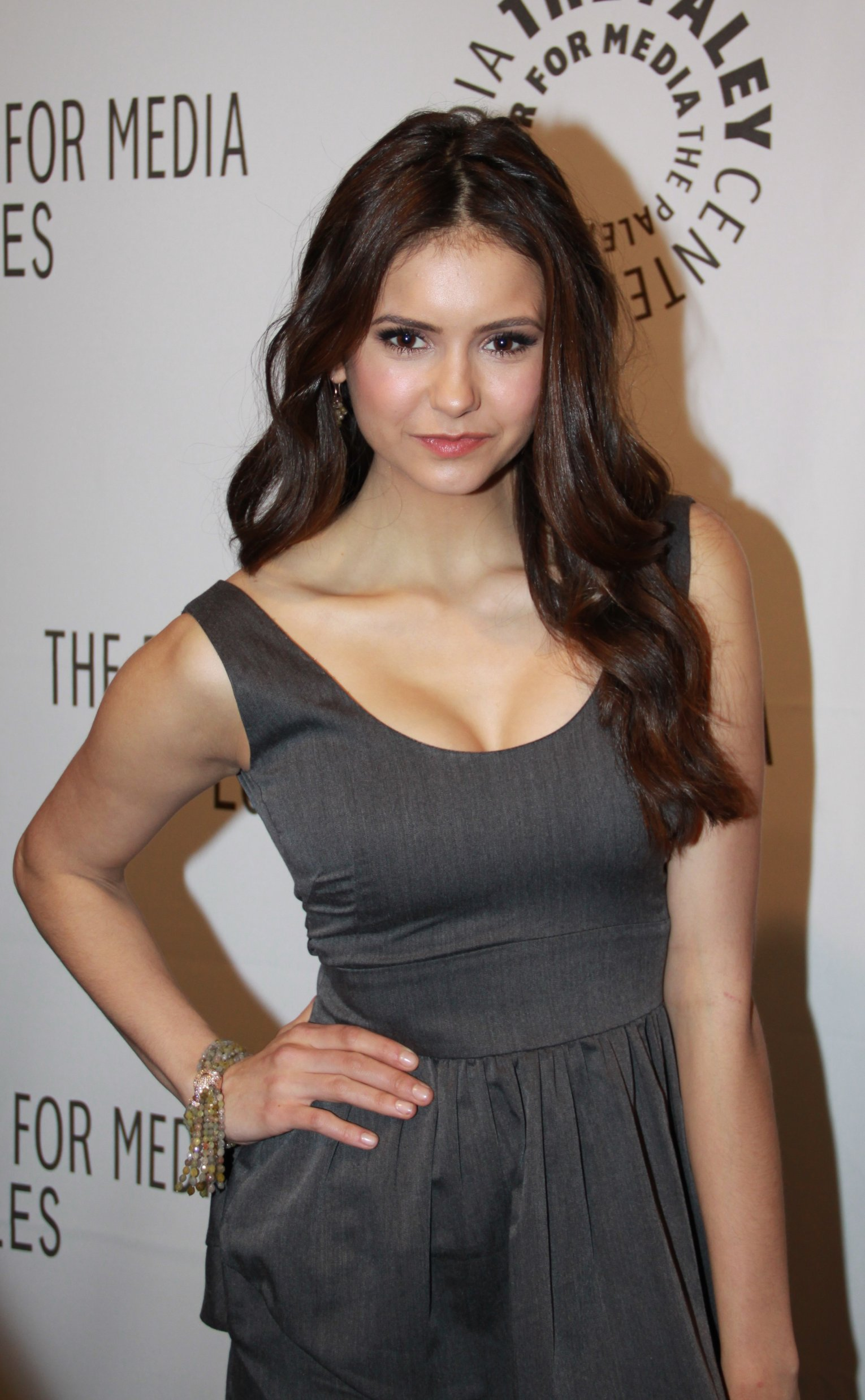 Nina Dobrev Height and Weight Stats - PK Baseline- How ...