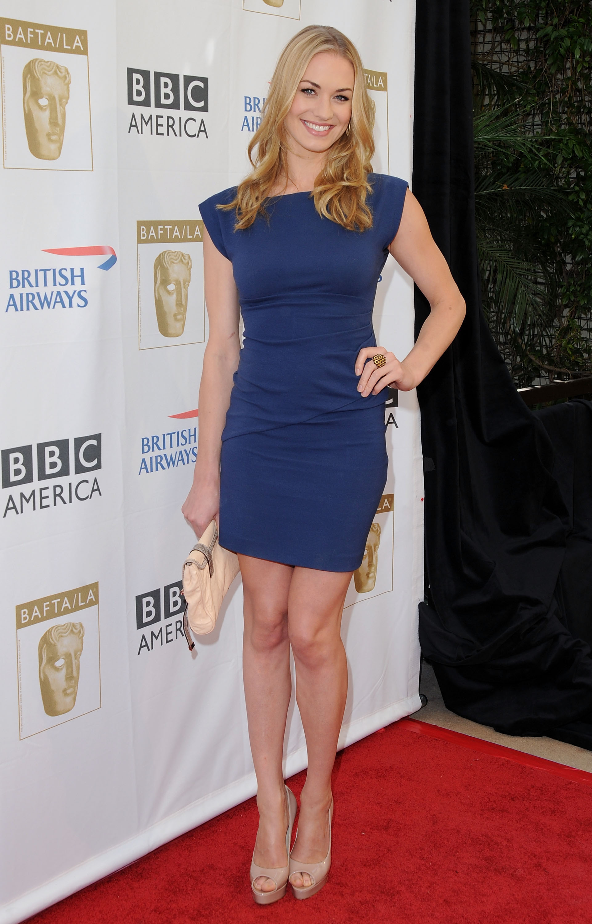 Yvonne Strahovski Height And Weight Stats Pk Baseline How Celebs Get Skinny And Other