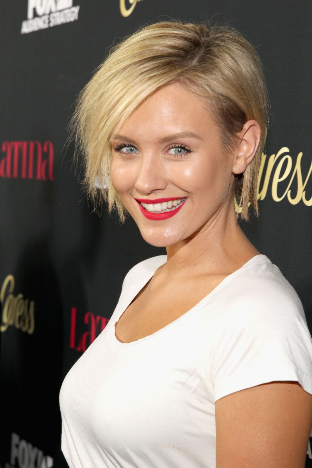 Nicky Whelan earned a  million dollar salary, leaving the net worth at 4.3 million in 2017