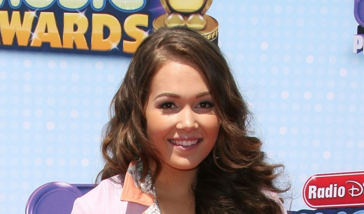 Kelli Berglund Height and Weight Stats - PK Baseline- How Celebs Get ...