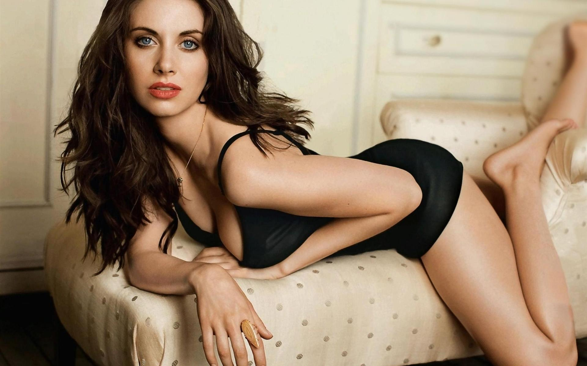 alison brie height and weight stats   pk baseline  how