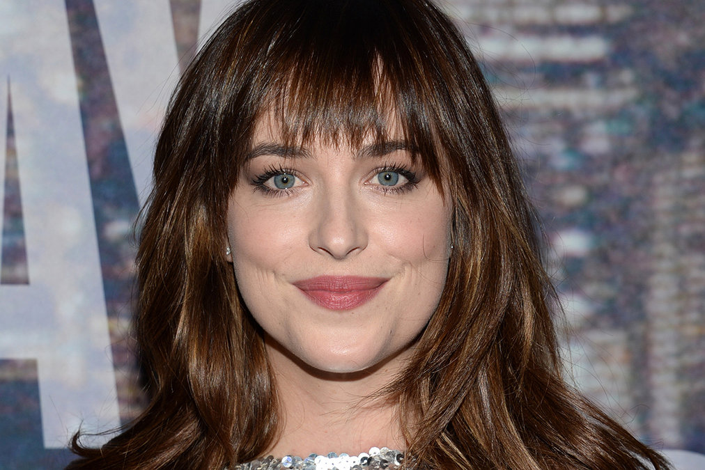 dakota-johnson-snl40_article_story_large