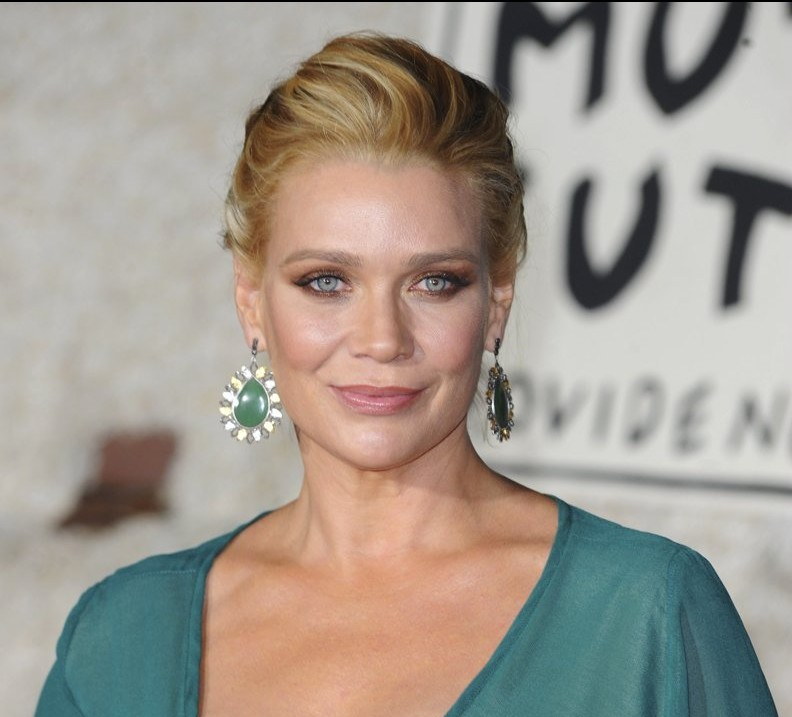 laurie-holden-premiere-dumb-and-dumber-to-01