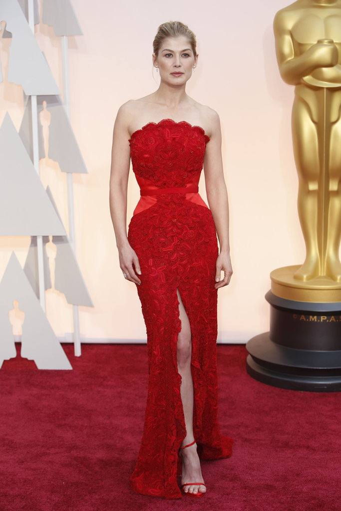 Rosamund Pike Height and Weight Stats - PK Baseline- How ...