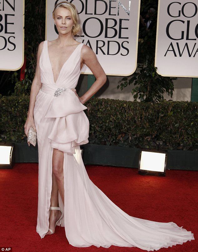 Charlize theron height and weight stats pk baseline how celebs charlize theron at the golden globe awards voltagebd Choice Image