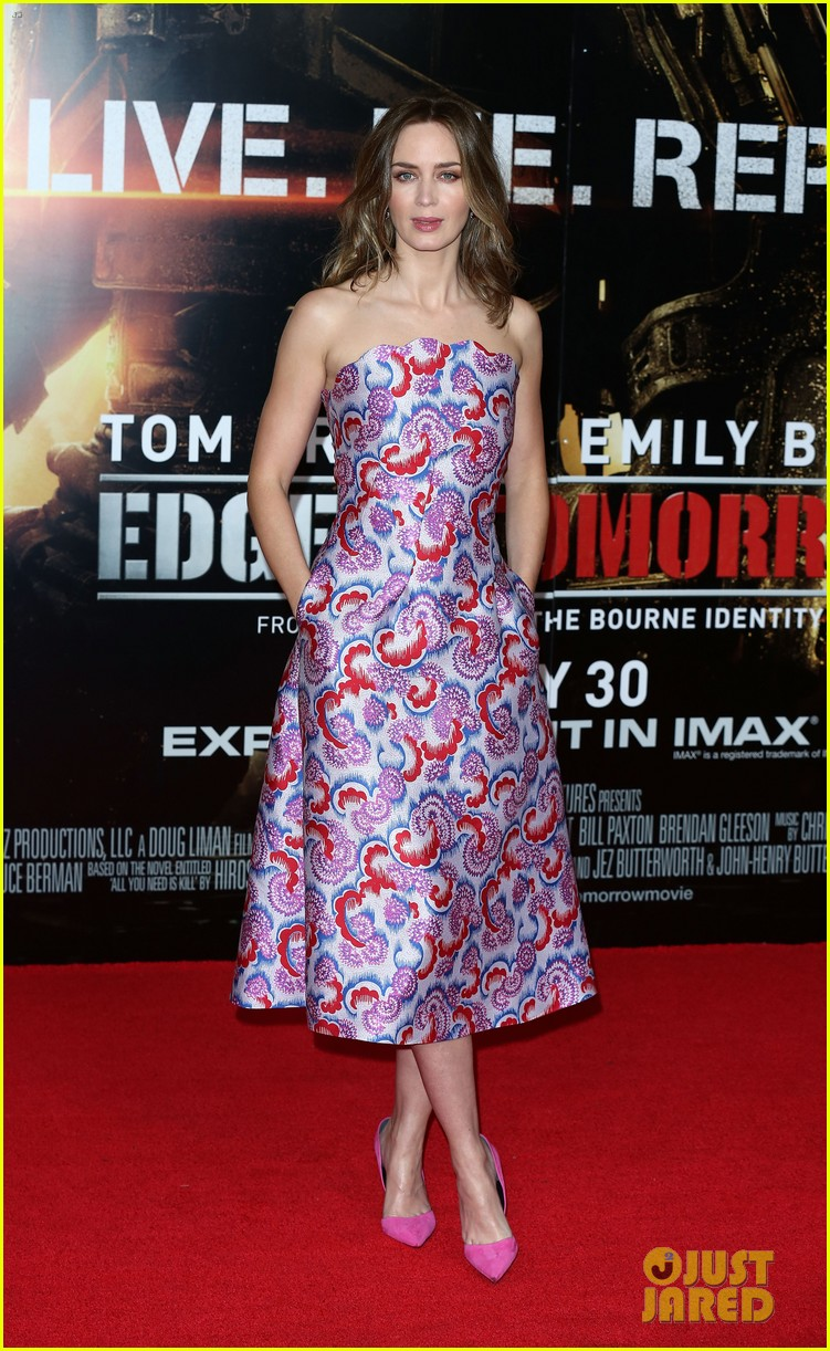 Emily Blunt Height and Weight Stats - PK Baseline- How ...