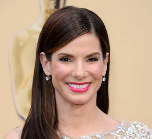 HOLLYWOOD - MARCH 07:  Actress Sandra Bullock arrives at the 82nd Annual Academy Awards held at Kodak Theatre on March 7, 2010 in Hollywood, California.  (Photo by Jason Merritt/Getty Images)