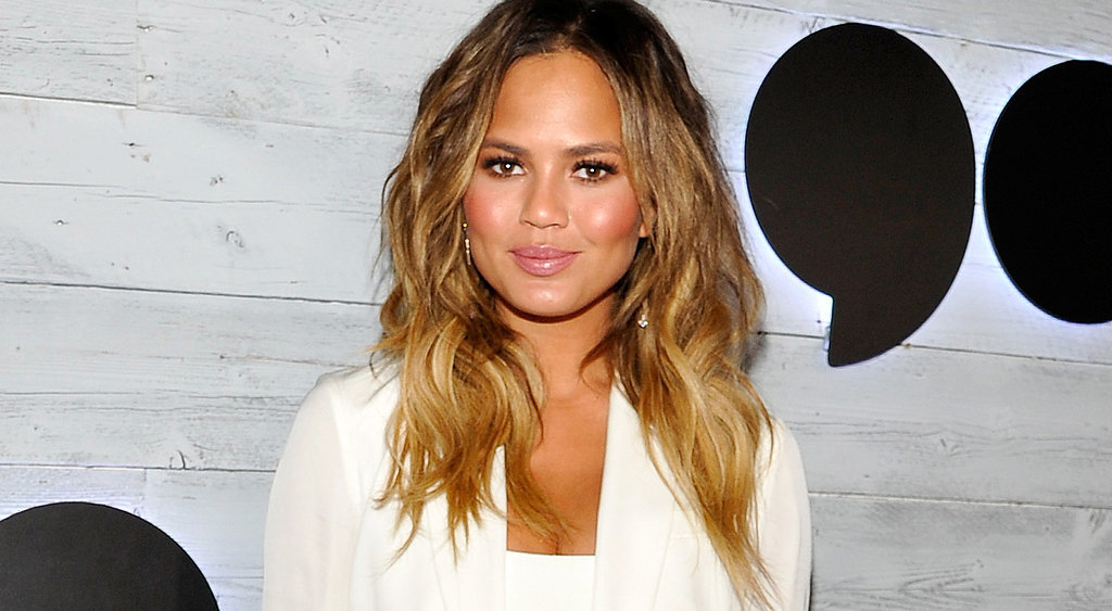 Chrissy-Teigen-Tweets-About-Being-Pregnant