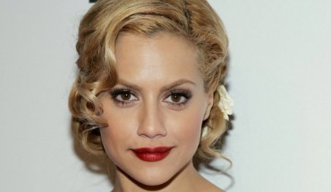 """HOLLYWOOD - NOVEMBER 07:  Actress Brittany Murphy arrives at the Premiere Lounge after party for """"The Dead Girl"""" during AFI FEST 2006 presented by Audi held at Sideways Restaurant & Lounge on November 7, 2006 in Hollywood, California.  (Photo by Frazer Harrison/Getty Images)"""