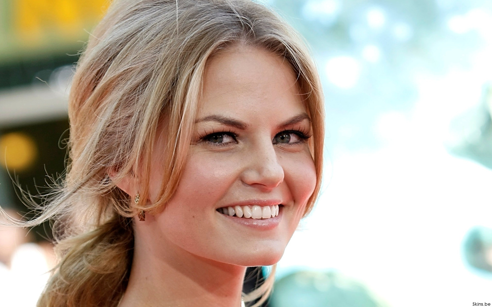 coool-jennifer-morrison-and-jesse-spencer-20487654-1920-1200