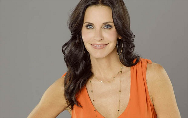 COUGAR TOWN Courteney Cox as Jules.  © 2011 American Broadcasting Companies, Inc. All rights reserved.