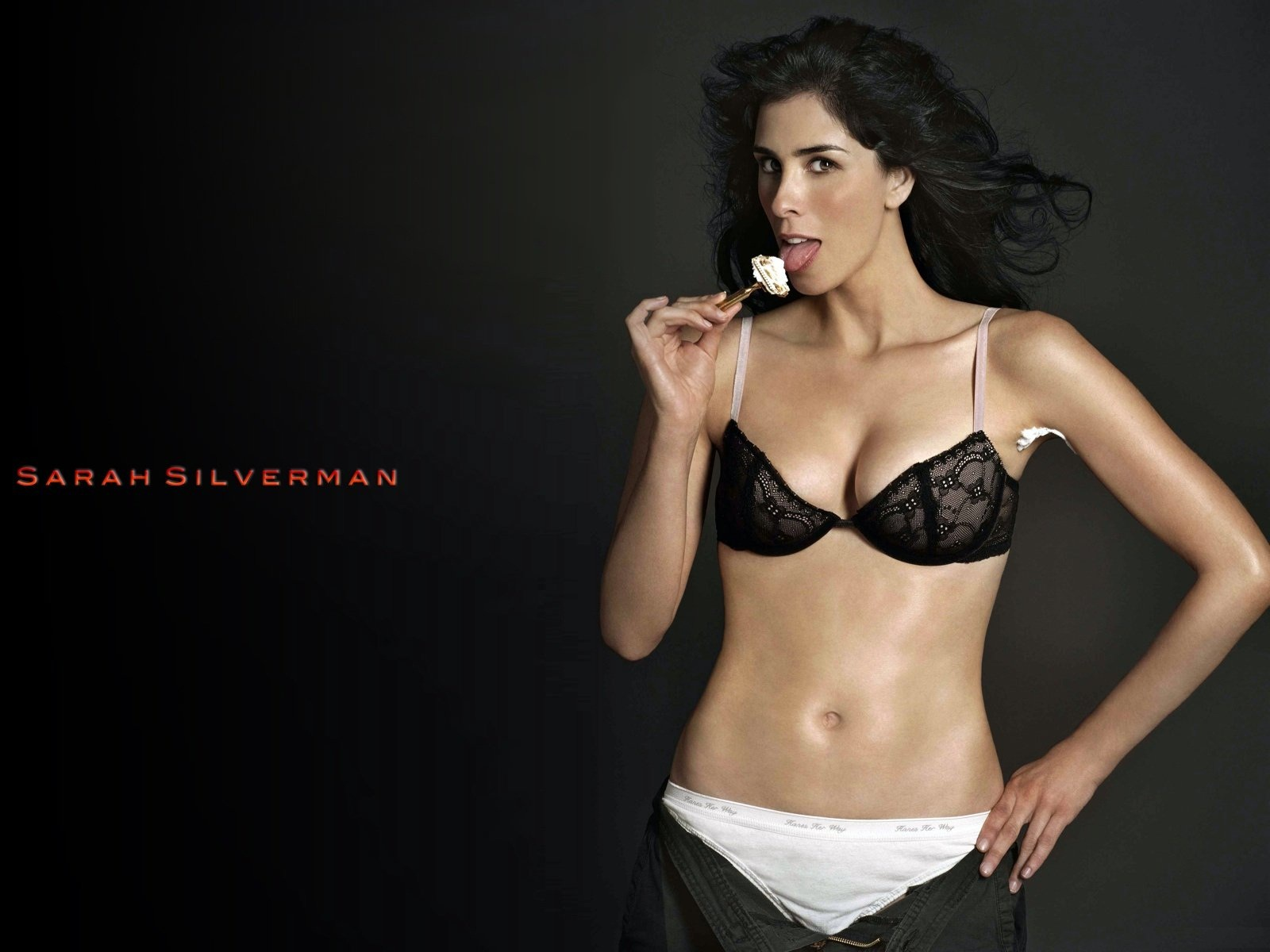 Sarah Silverman Height and Weight Stats - PK Baseline- How Celebs ...